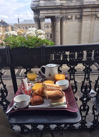 Hotel des Grands Hommes: Breakfast on our balcony
