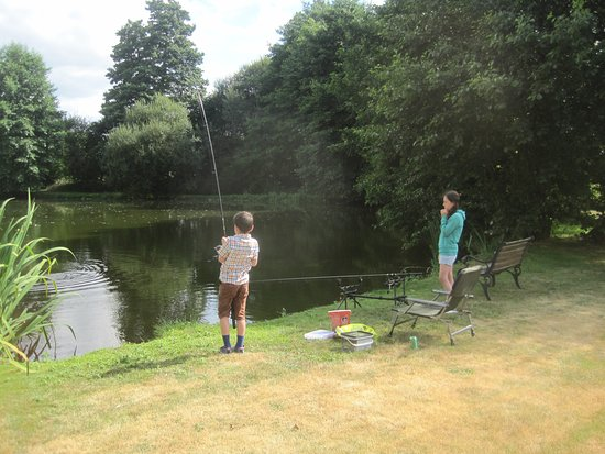 Bressuire, Francia: Kids loving the fishing