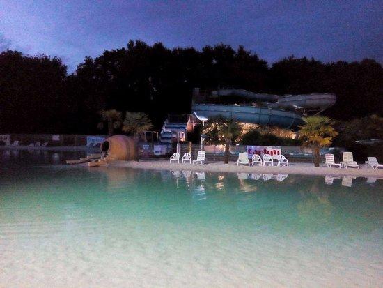 Medis, France : Lagon de nuit