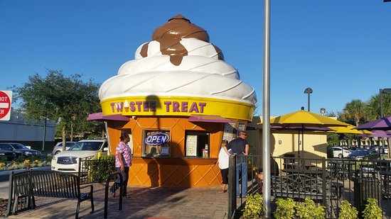 Ocoee, Φλόριντα: The iconic soft serve cone shaped building.