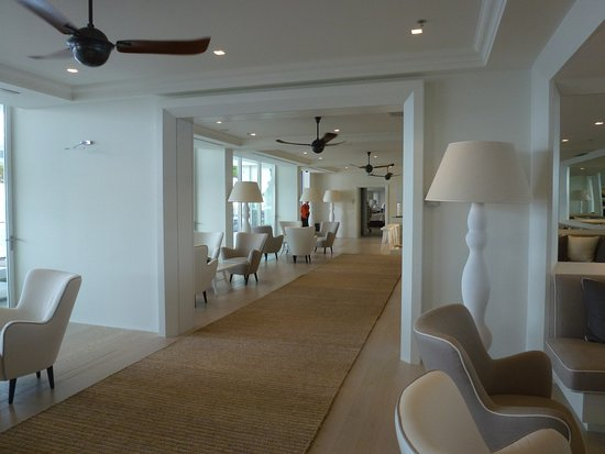Villa Dubrovnik: Public areas showing cool decor