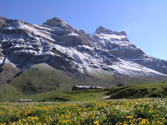 Gryon, Suisse : Le Refuge Giacomini au pied du Massif des Diablerets