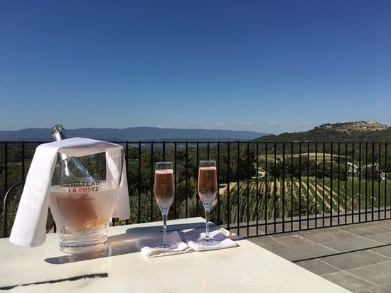 Le Puy-Sainte-Reparade, Frankrike: Sparkling rose welcome gift