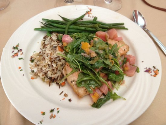 Lake Ridge Restaurant: Salmon with beets and arugula main course