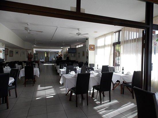 Bollywood Tandoori: Good size restaurant