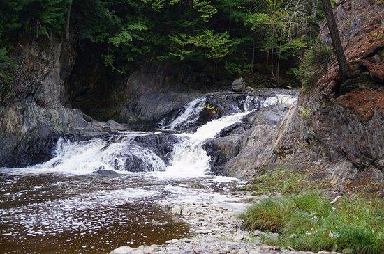 Saint Georges, Canada: Sixième chute