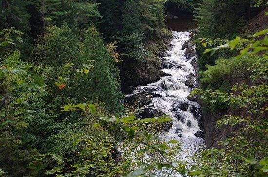 Saint Georges, Canada : Septième chute