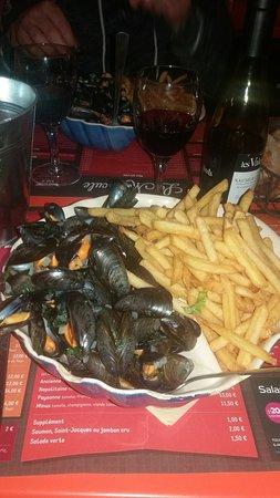 Chateaulin, Франция: 20160821_213811_large.jpg