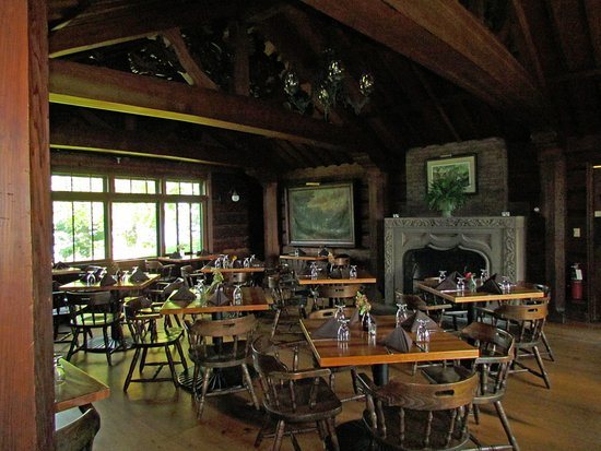 Birchwood, WI: Rustic dining room, elegant food and 5 star service.