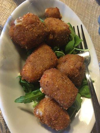 Santa Venerina, Italia: Pranza con Carne di Cavallo, tuma fritta e melanzane alla parmigiana 9!