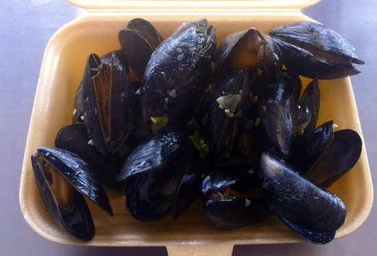 Conwy County, UK: Mussels cooked in white wine , garlic and shallots