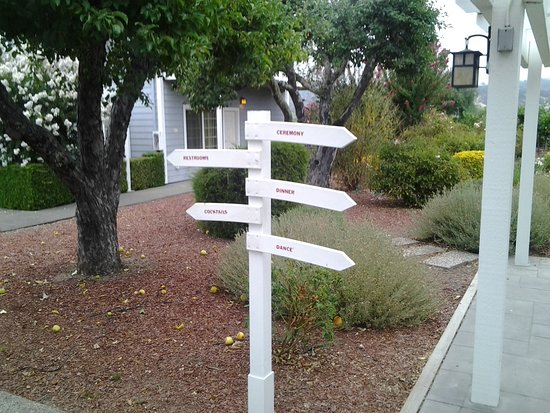 Geyserville, CA: Wine, Dinner, Dancing faux winery markers.
