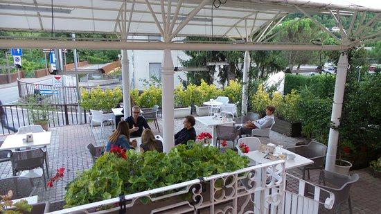 la terrazza coperta - Foto di Caffè Marconi, Malo - TripAdvisor