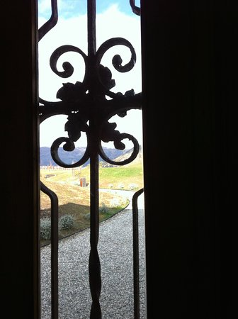 Wanaka, Nueva Zelanda: Looking out from the door.