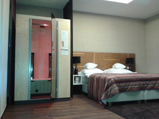 City Park Hotel & Residence: Jeden z pokoi (ten sypialny) w apartamencie executive (#17) z kabiną Physiotherm - prywatne spa