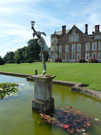 Burton Agnes, UK: Gardens and House