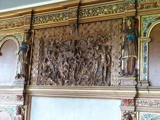 Burton Agnes, UK: carved over mantle