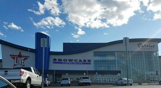 Foxboro, MA: Showcase Live