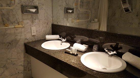Mooie badkamer met ligbad. - Foto van De Keyser Hotel, Antwerpen ...