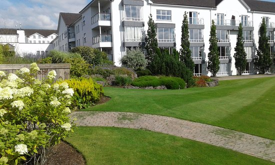 Ballyconnell, İrlanda: View of balcony rooms from golf course