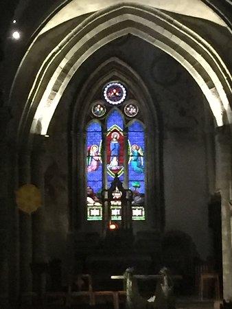 Eglise de l'Assomption: Colored window