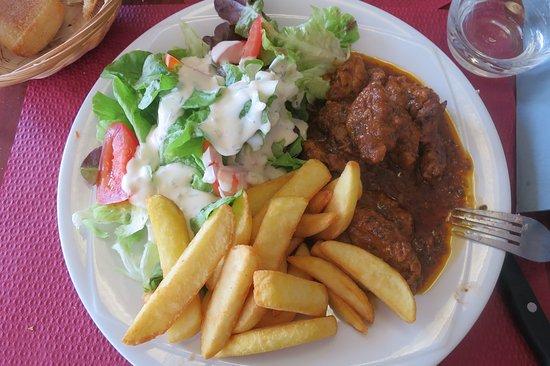 Châtillon-sur-Seine, França: Sauté de veau, plat du jour du menu à 14,50 €