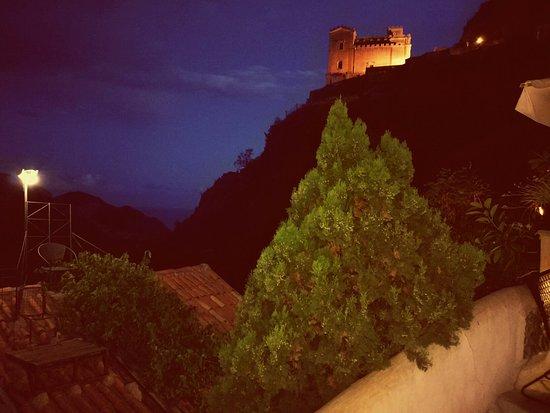 Savoca, Italy: IMG_20160823_200918_large.jpg