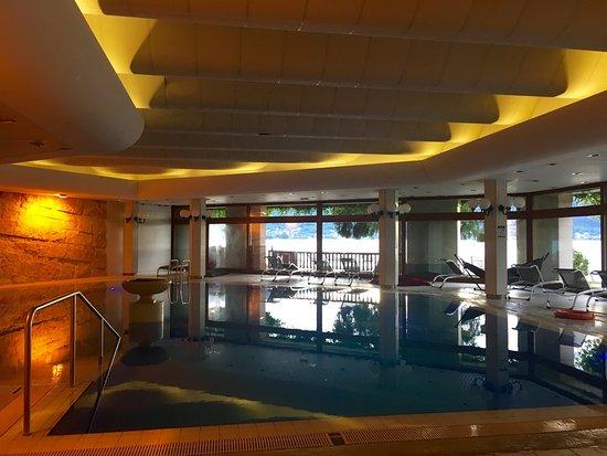 Menthon-Saint-Bernard, فرنسا: La piscine intérieure