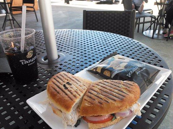 Lakewood, WA: Frontega Chicken  and chips