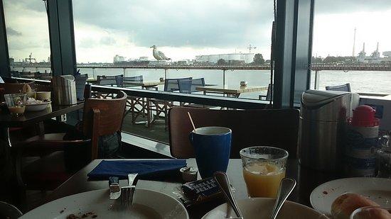 Vlaardingen, Hollanda: Ontbijten