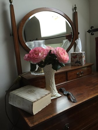 Pennan, UK: Fresh roses from the garden awaits you when you arrive
