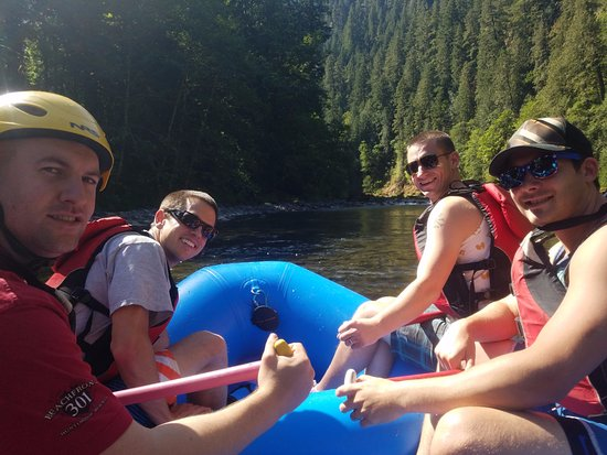 Estacada, OR: 4 Dudes 1 River