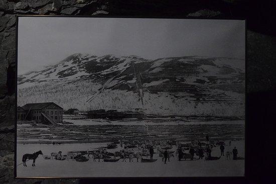Kiruna Guidetur - Day Trips: Fotos históricas ilustram o passeio
