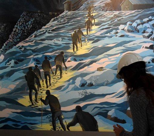 Kiruna Guidetur - Day Trips: Entramos no fundo da terra e a fundo na história destes homens que fundaram a mina