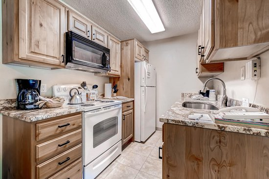 Ski Inn Condominiums: Kitchen example