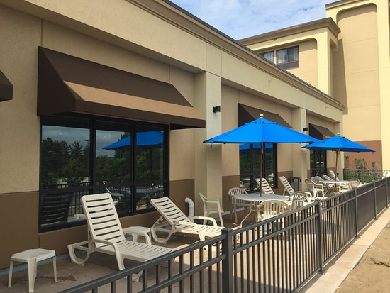 Comfort Inn Latham/Albany North: Patio/Sun Deck