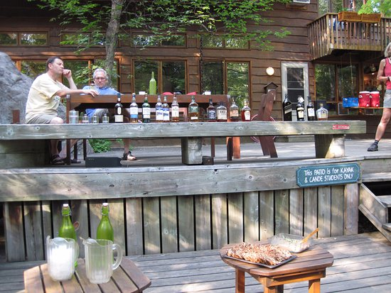 """Barry's Bay, Canadá: Scotch tasting during 'seniors week"""""""