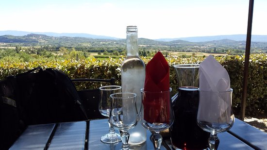 Joucas, Frankreich: Terrace view during lunch