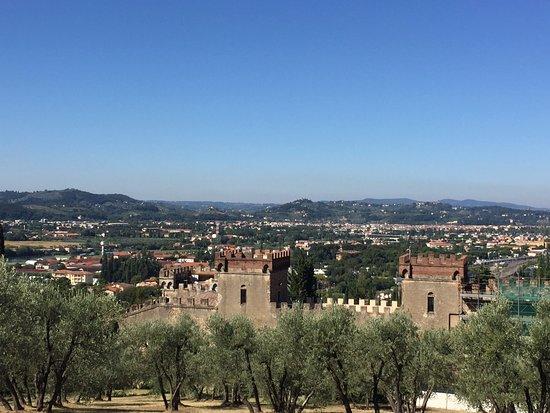 A Casa di Olivo: Man guckt nach Florenz aus dem Garten