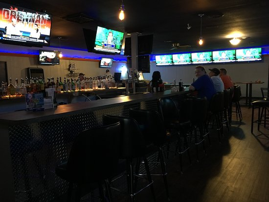 Rossford, Ohio: Our Sports bar Lounge