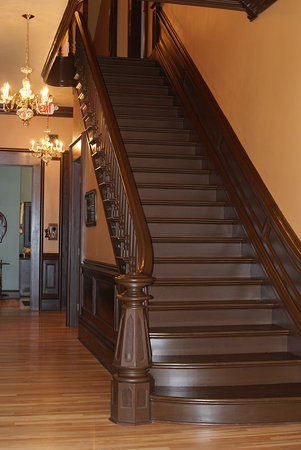 Painesville, OH: Grand Staircase