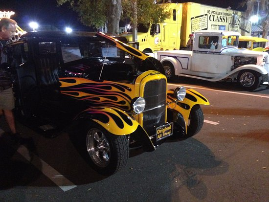 Kissimmee, FL: desfile de autos clasicos