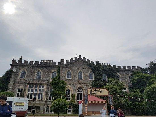 Μπίντφορντ, UK: Had a wonderful afternoon here, watching the play Ratburger.  Had a walk around the gardens befo