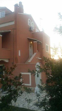 Othonas Apartments: 20160811_065753_large.jpg