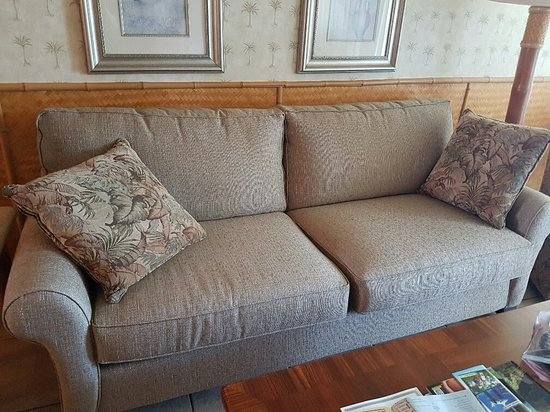 Royal Mauian: New Sofa...but it is Not a Pull Out.