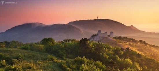 Ceske Budejovice, Repubblica Ceca: The Pálava Hills with two castle ruins