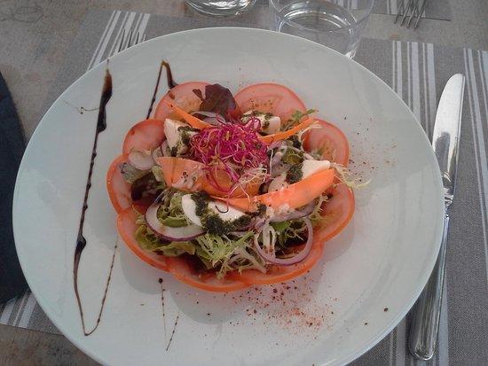 La Bastide Clairence, ฝรั่งเศส: Entrée rafraîchissante, légumes d'été, proportions parfaites