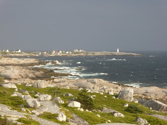 Peggy's Cove, Canadá: From a distance you can't see the visitors.