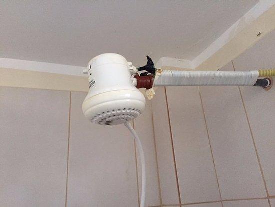 Conexi n deficiente de ducha el ctrica solicit cambio de for Como funciona una regadera electrica