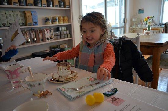 Oxford, Nya Zeeland: Miss 2 enjoying her fluffy in a tiny tea cup!